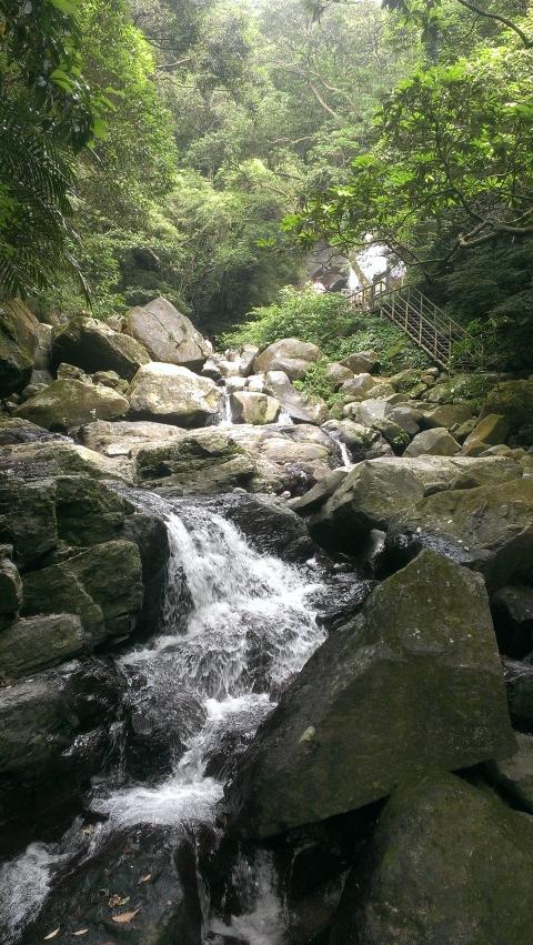 青山瀑布一隅