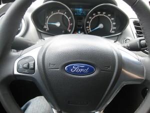 Fiesta 方向盤